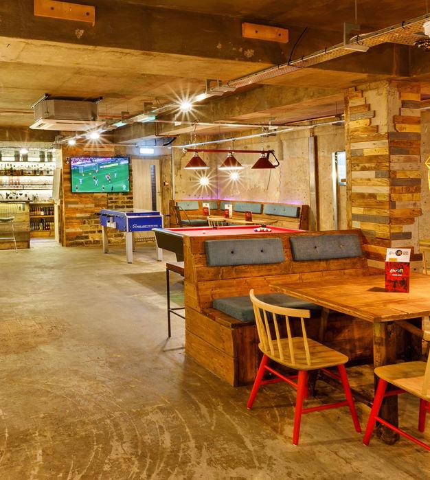 Cedar Court Hotels Bar VR