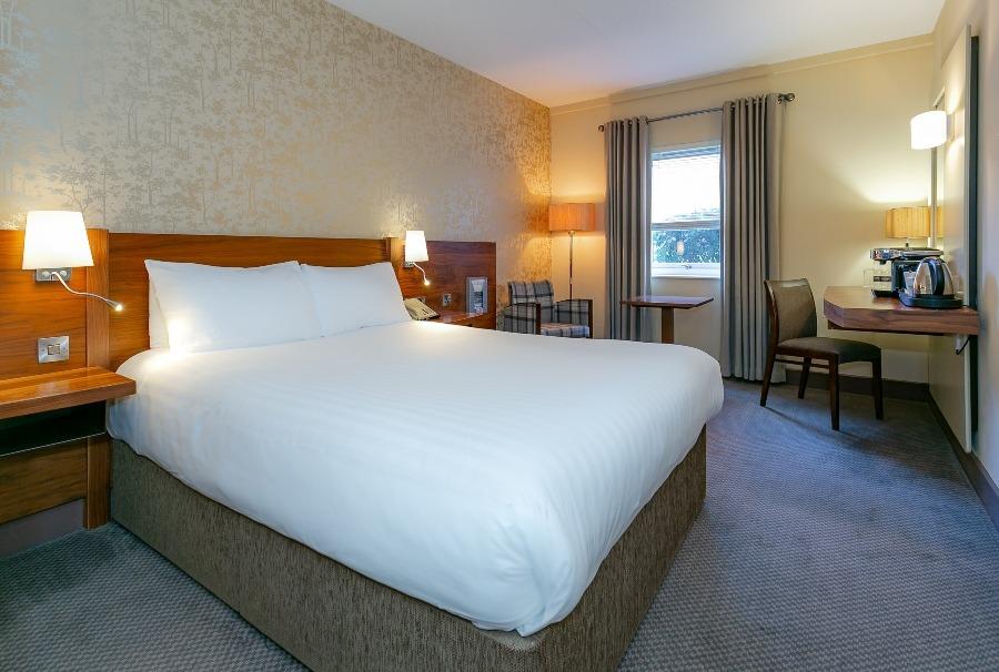 <cedar-court-hotel-Wakefield-bedroom