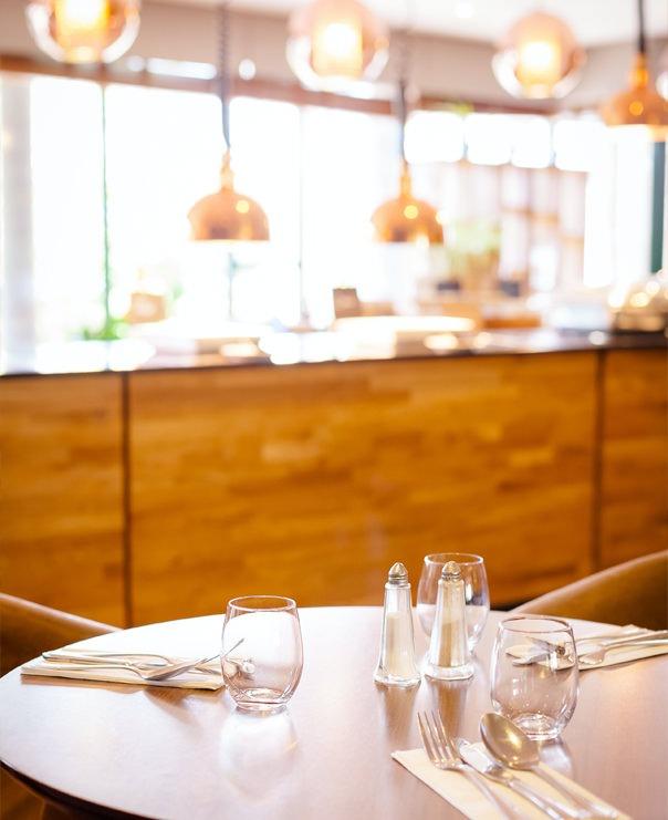 <Restaurant