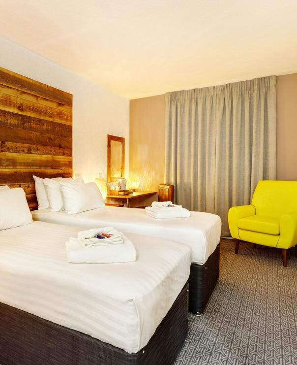 <Twin bedroom