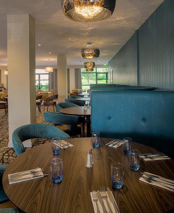 <Restaurant booth